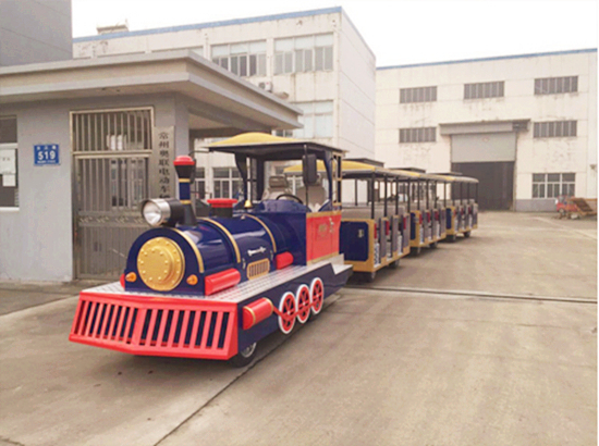 Large shopping mall trains with vintage theme